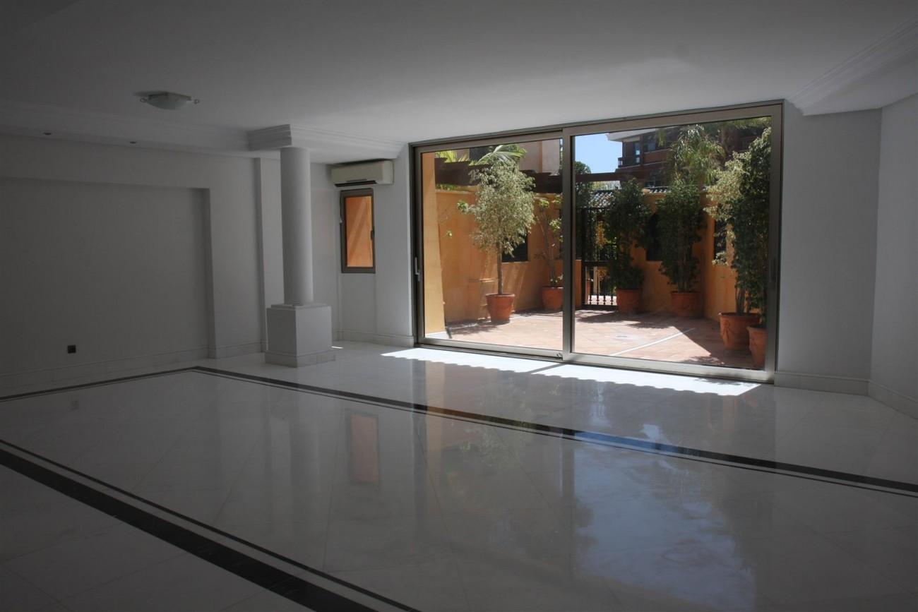 Marbella Apartment Frontline Beach Complex (14) (Large)