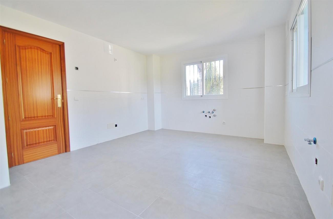 V5215 Villa Nueva Andalucia (3) (Large)