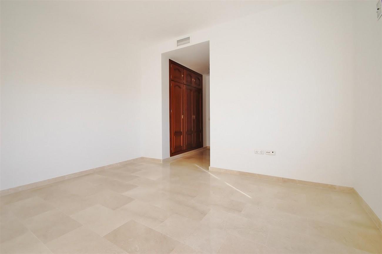 V5215 Villa Nueva Andalucia (5) (Large)