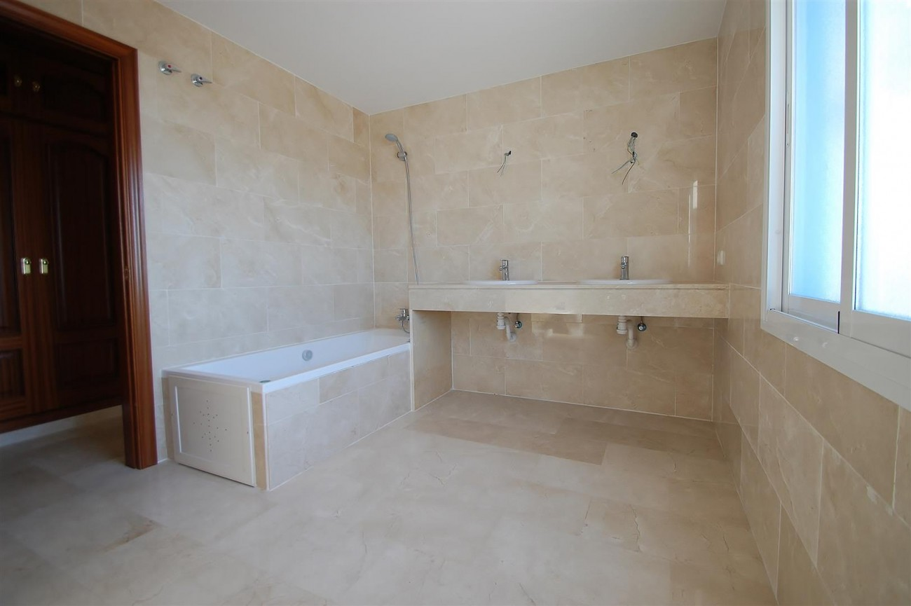 V5215 Villa Nueva Andalucia (8) (Large)