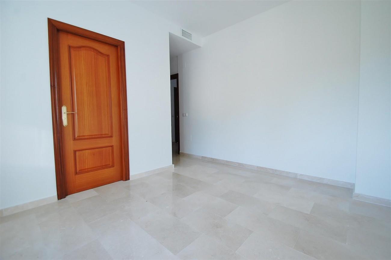 V5215 Villa Nueva Andalucia (9) (Large)
