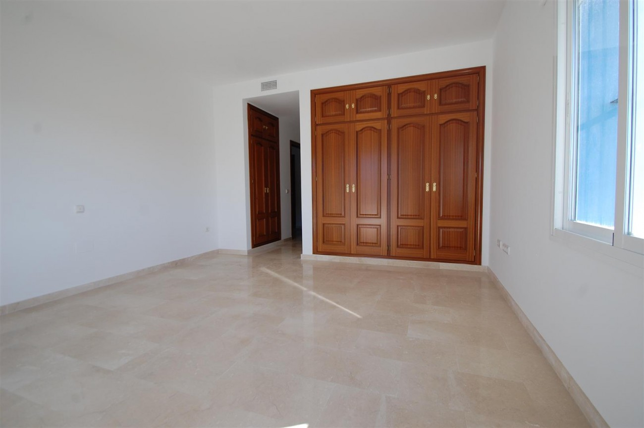 V5215 Villa Nueva Andalucia (11) (Large)