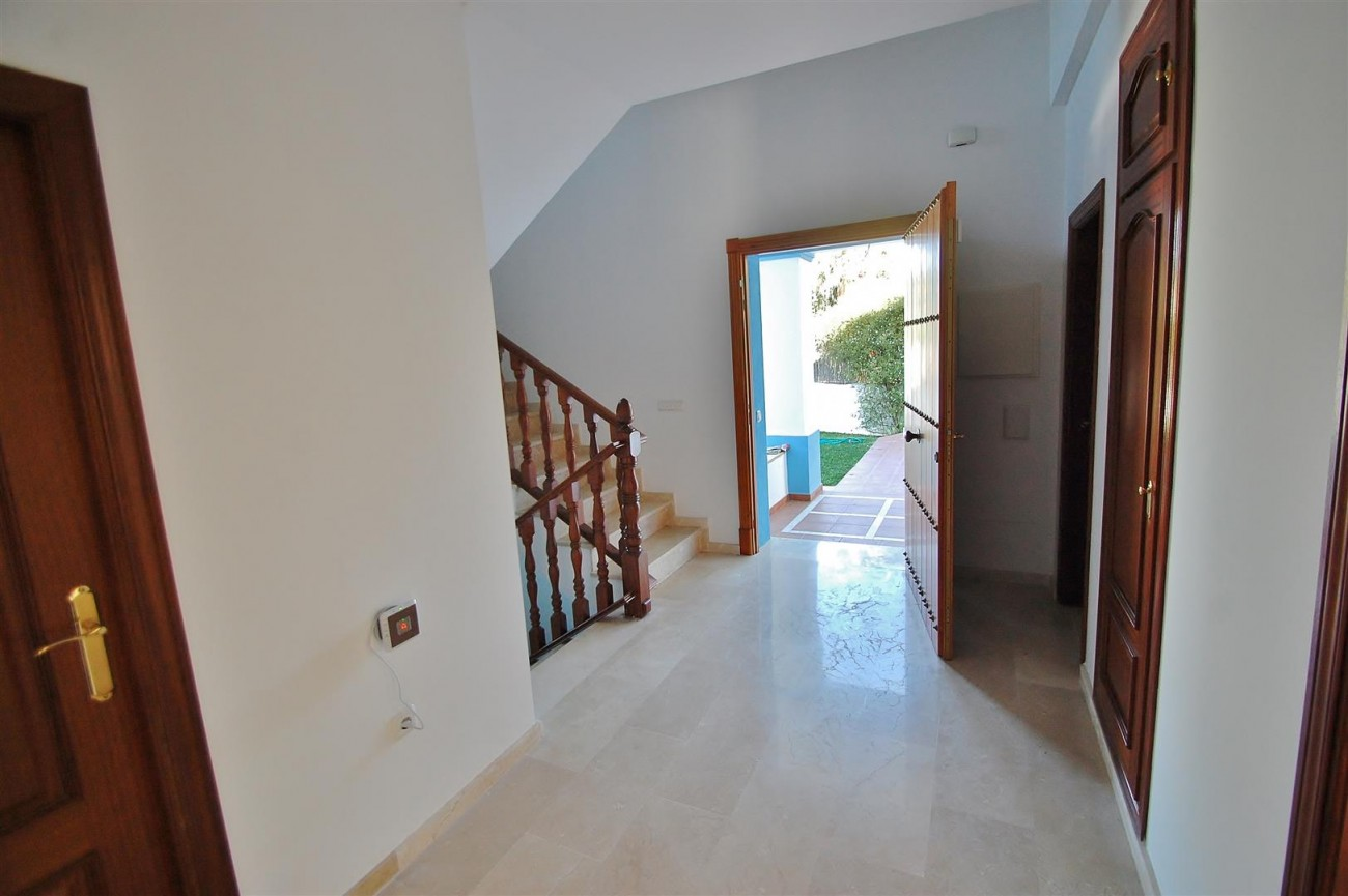 V5215 Villa Nueva Andalucia (25) (Large)