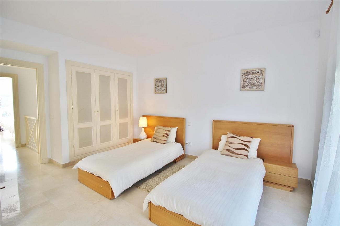Townhouse for sale La Quinta Golf Benahavis Spain (10) (Large)