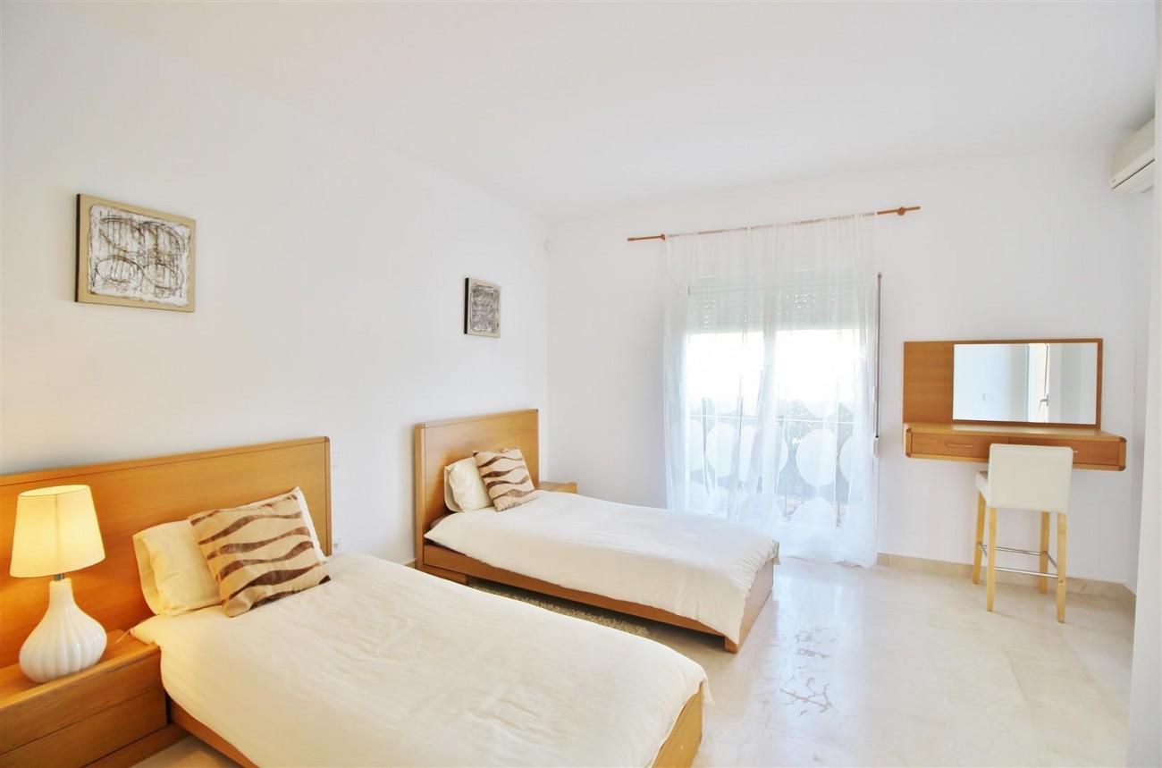 Townhouse for sale La Quinta Golf Benahavis Spain (11) (Large)