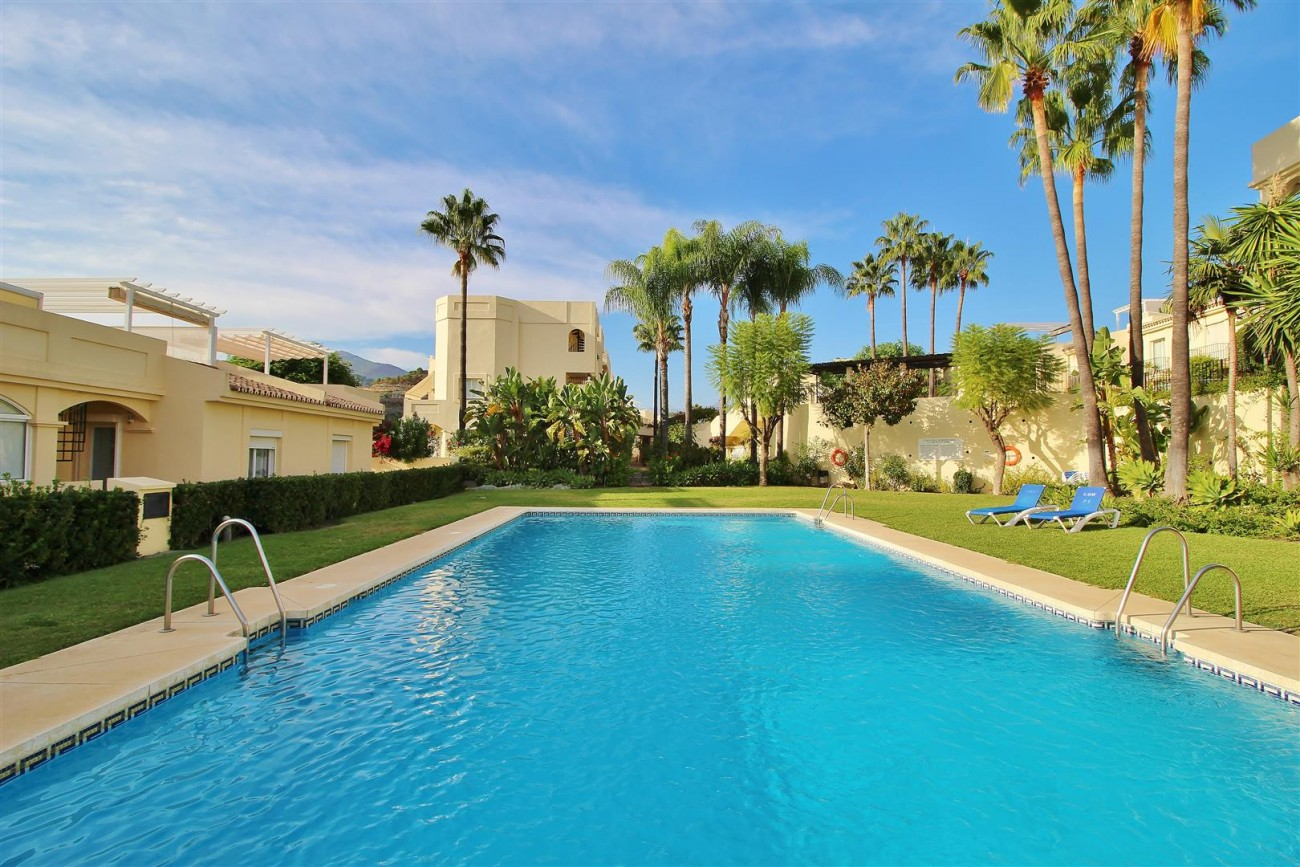 Townhouse for sale La Quinta Golf Benahavis Spain (28) (Large)