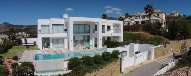 Villa for Sale - 1.350.000€ - Benahavís, Costa del Sol - Ref: 5230