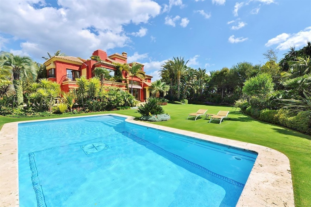 V5239 Luxury Villa Marbella Golden Mile  (1) (Large)