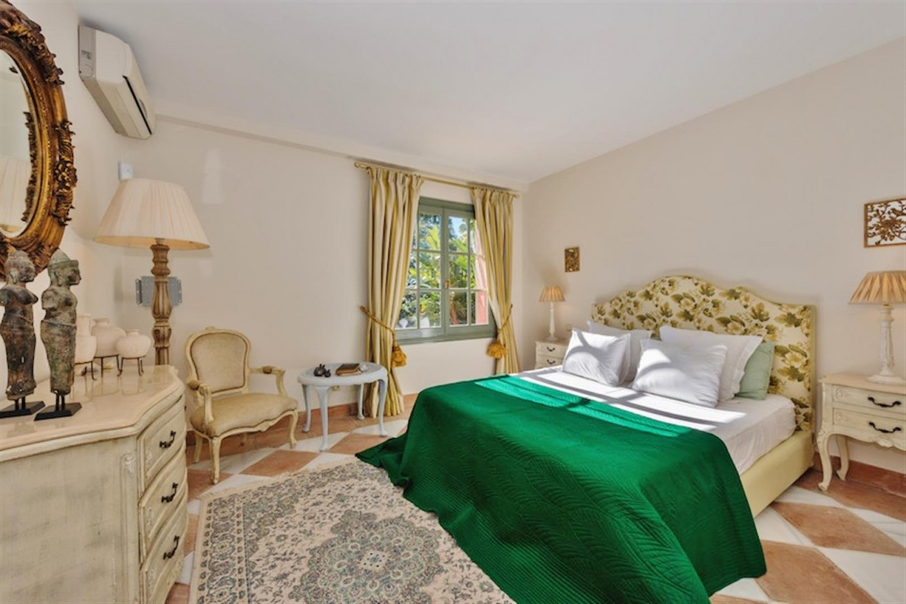 V5254 Luxury Villa Marbella 10 (Large)