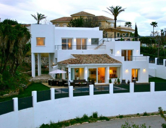 Villa for Sale - 1.190.000€ - El Rosario, Costa del Sol - Ref: 5283