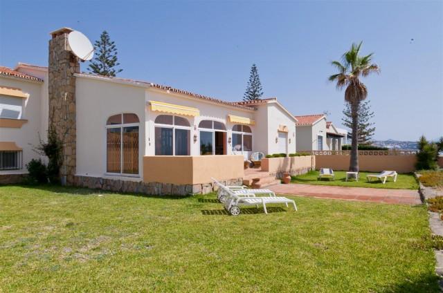 Villa for Sale - 765.000€ - Estepona, Costa del Sol - Ref: 5300