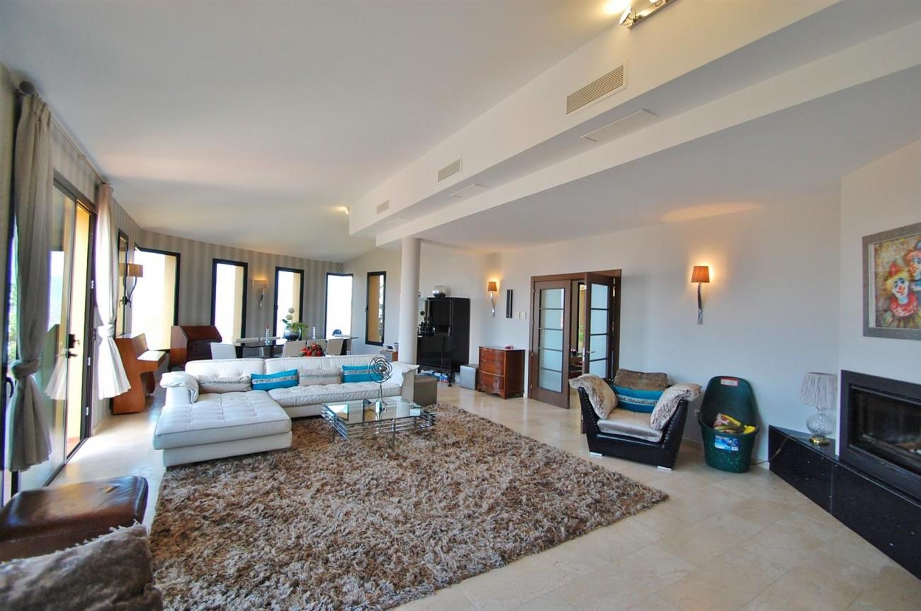 V5302 Villa La Mairena 3 (Large)