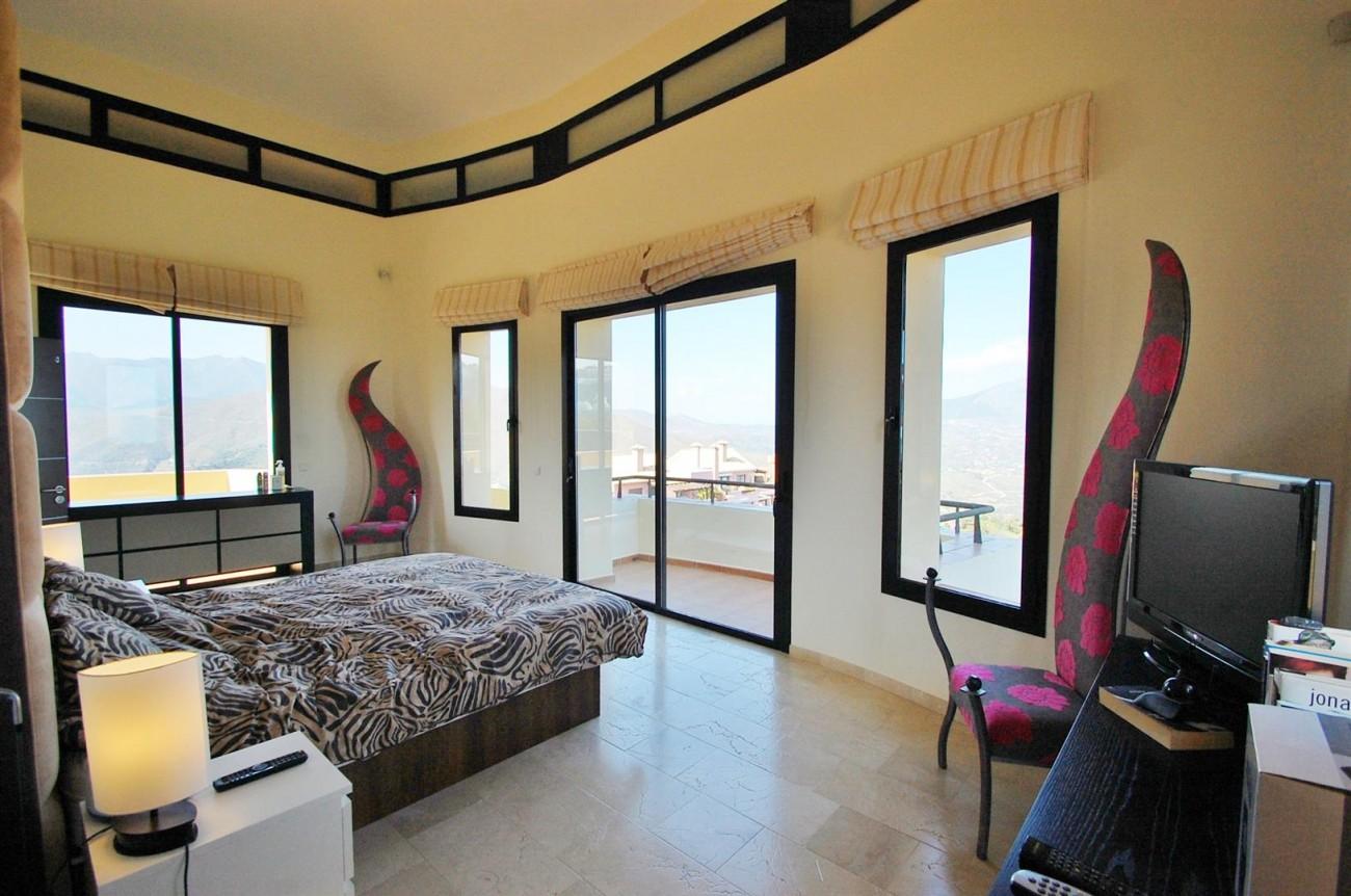 V5302 Villa La Mairena 9 (Large)