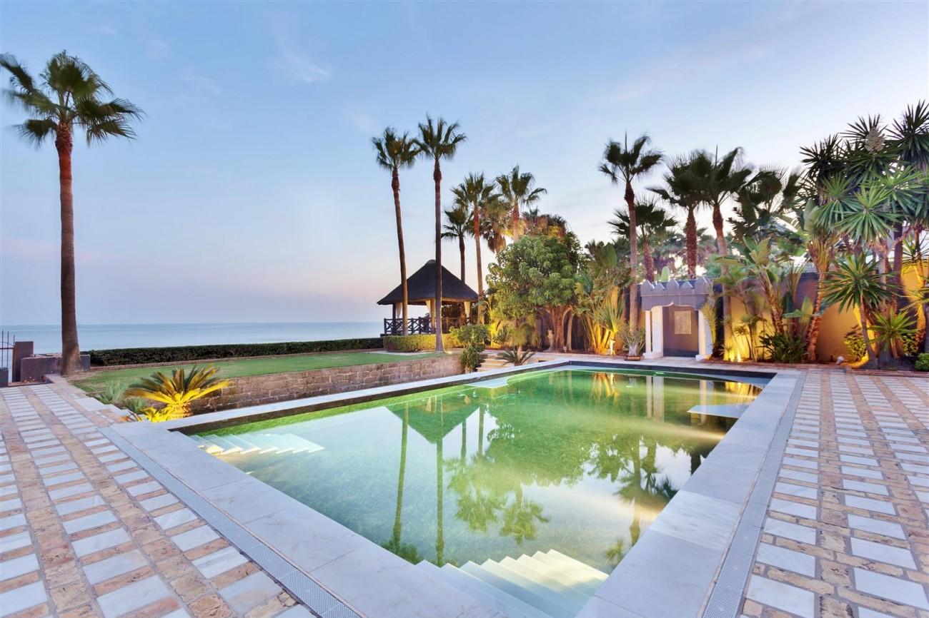 V5303 Frontline beach Villa East Marbella (9)