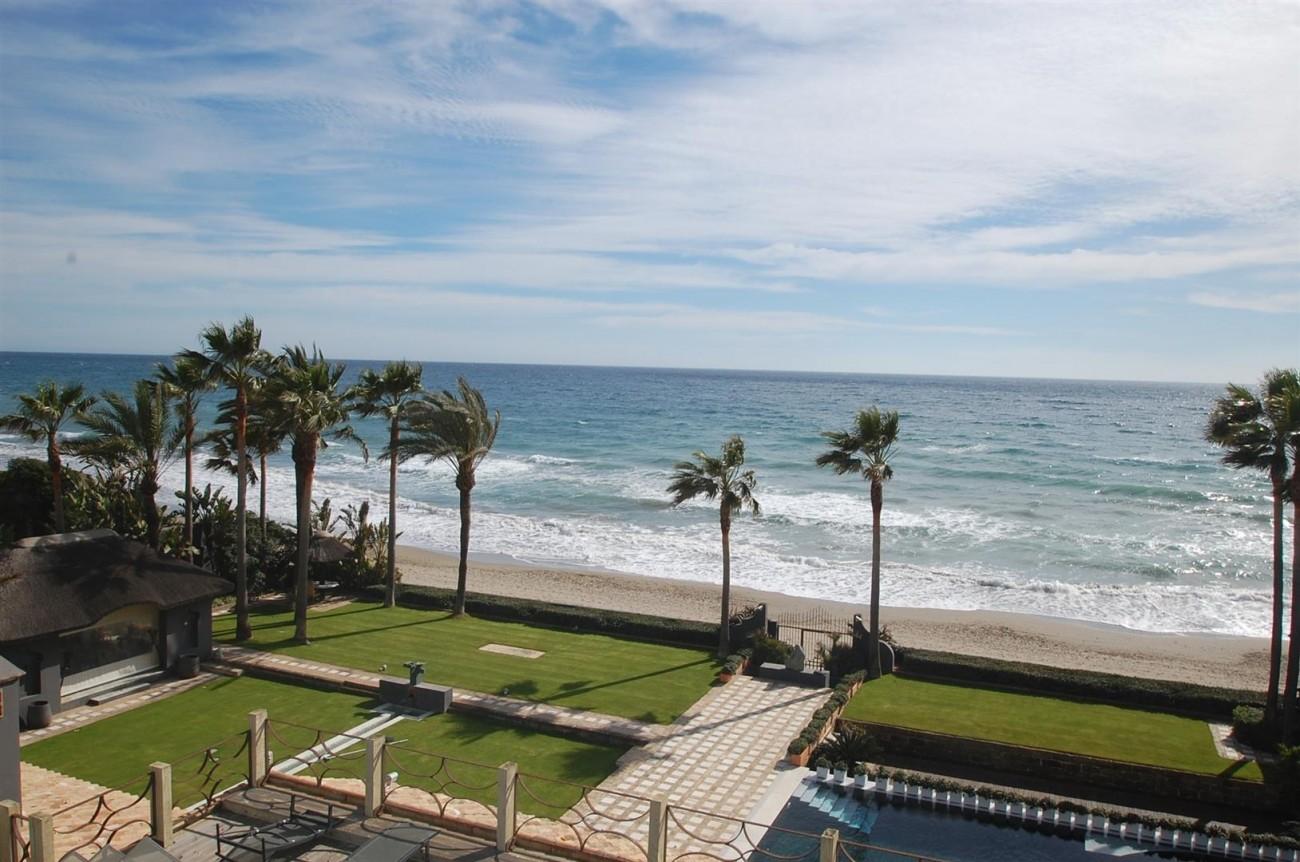 V5303 Frontline beach Villa East Marbella (10)