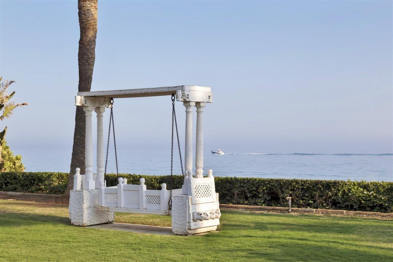 V5303 Frontline beach Villa East Marbella (14)