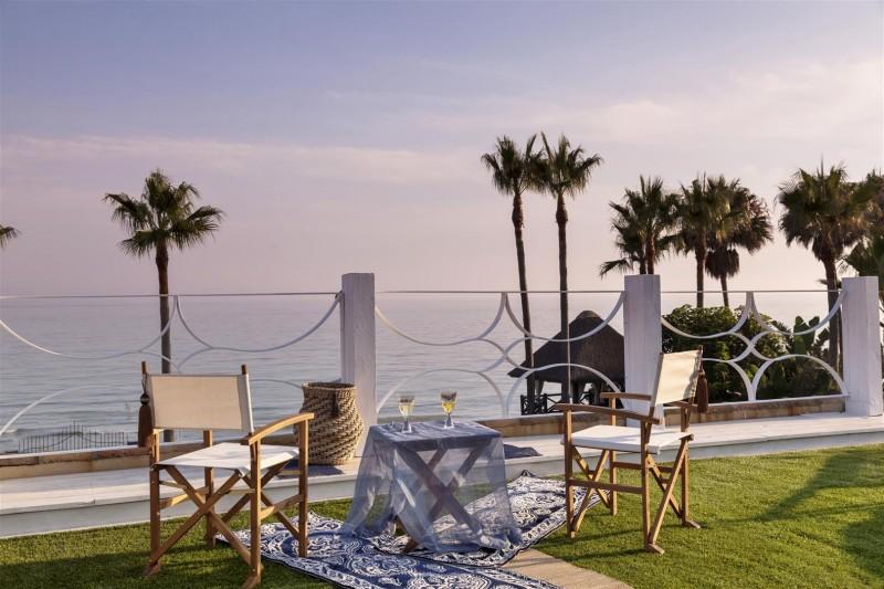 V5303 Frontline beach Villa East Marbella (15)