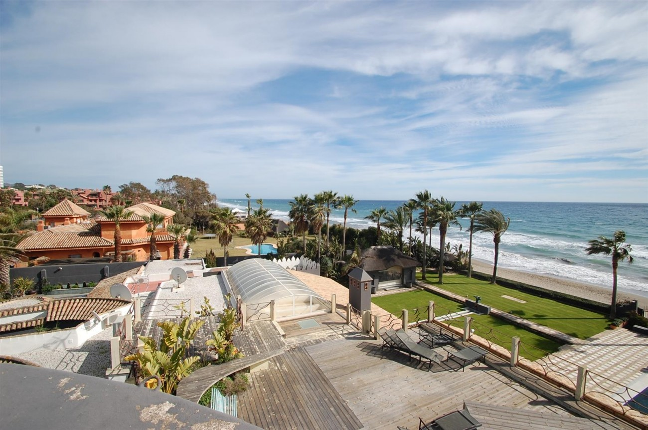 V5303 Frontline beach Villa East Marbella (16)