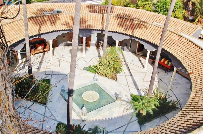V5303 Frontline beach Villa East Marbella (17)