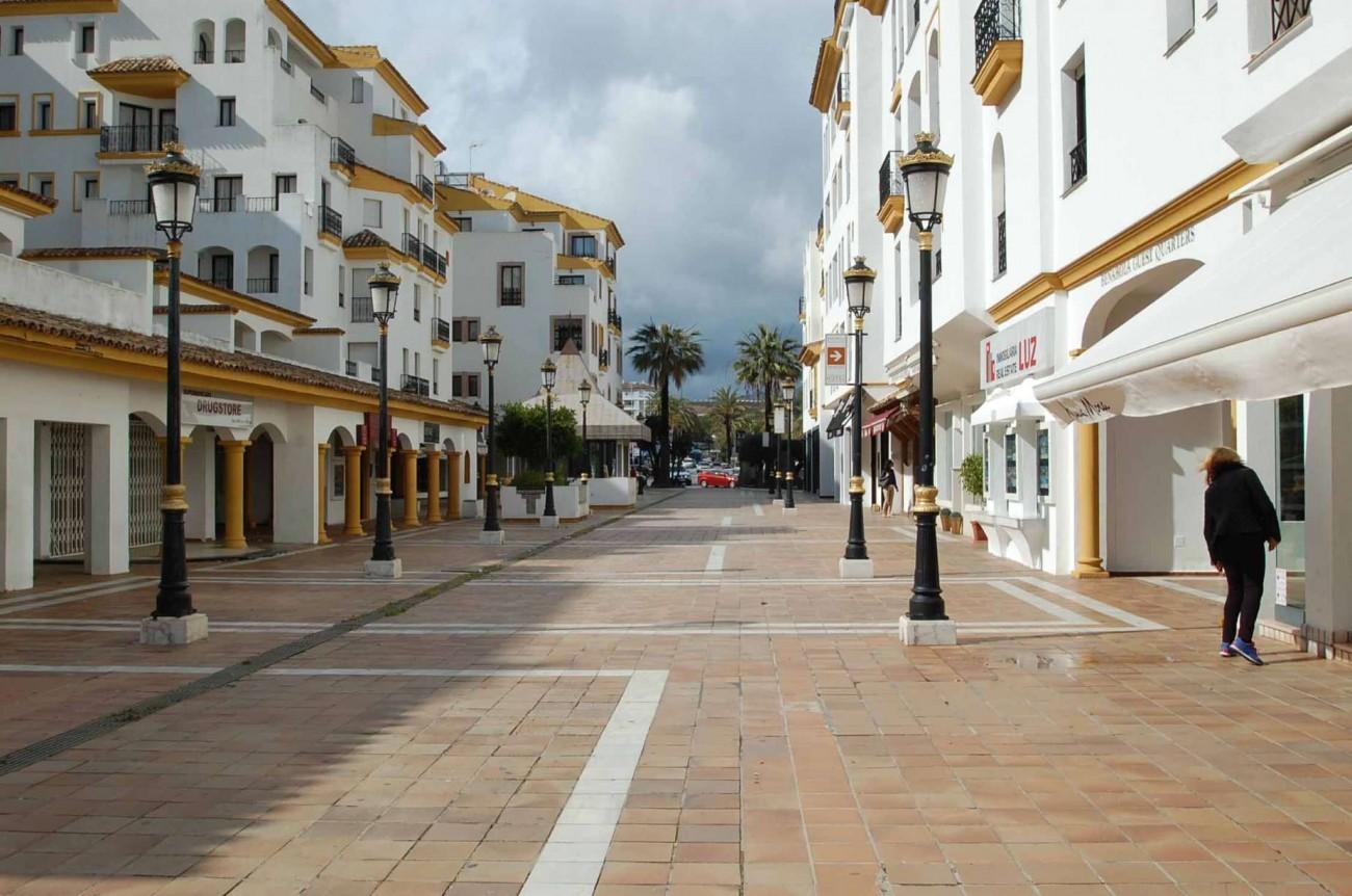 C5304 Commercial Puerto Banus 3