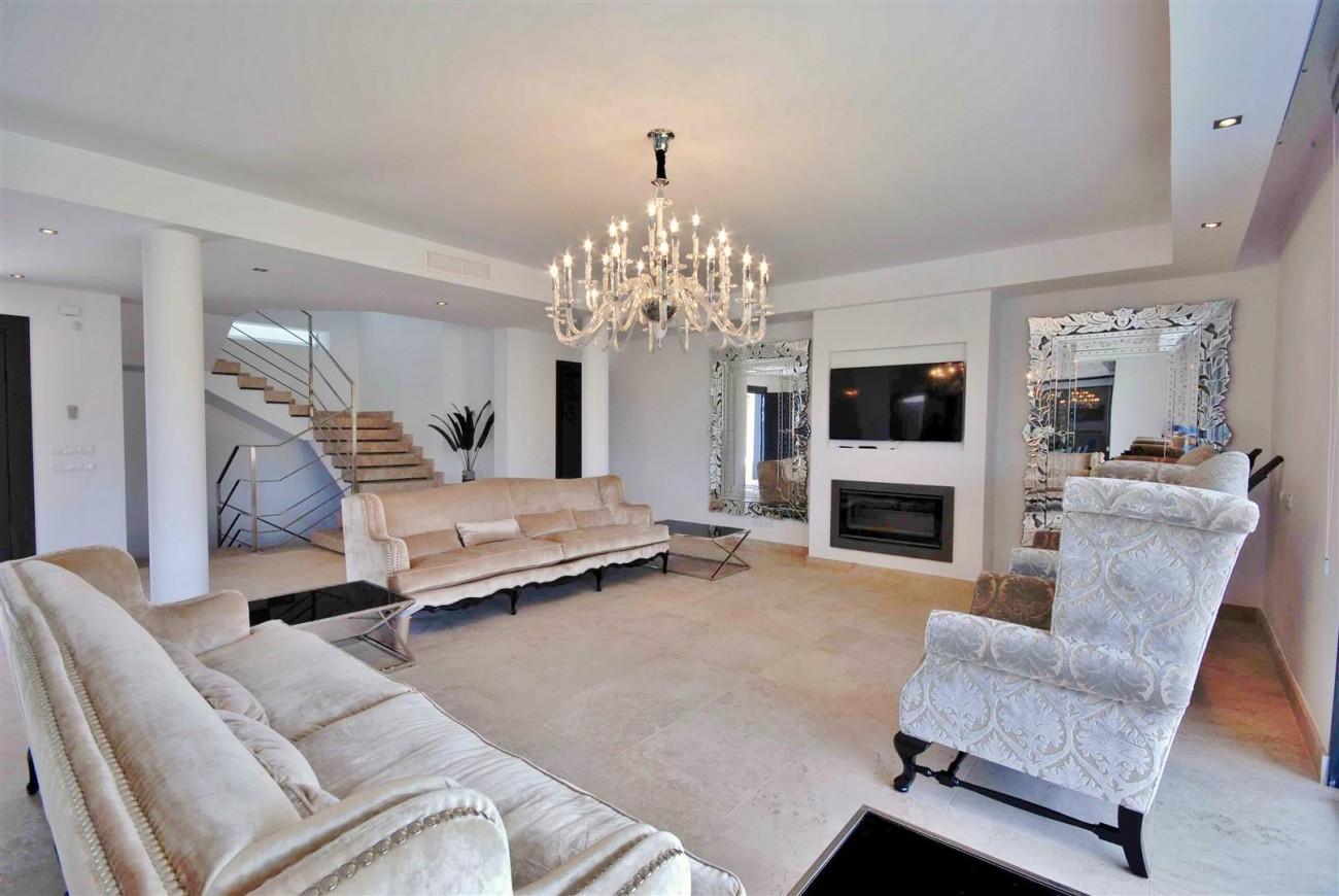V5323 Luxury villa Nueva Andalucia 03 (Large)