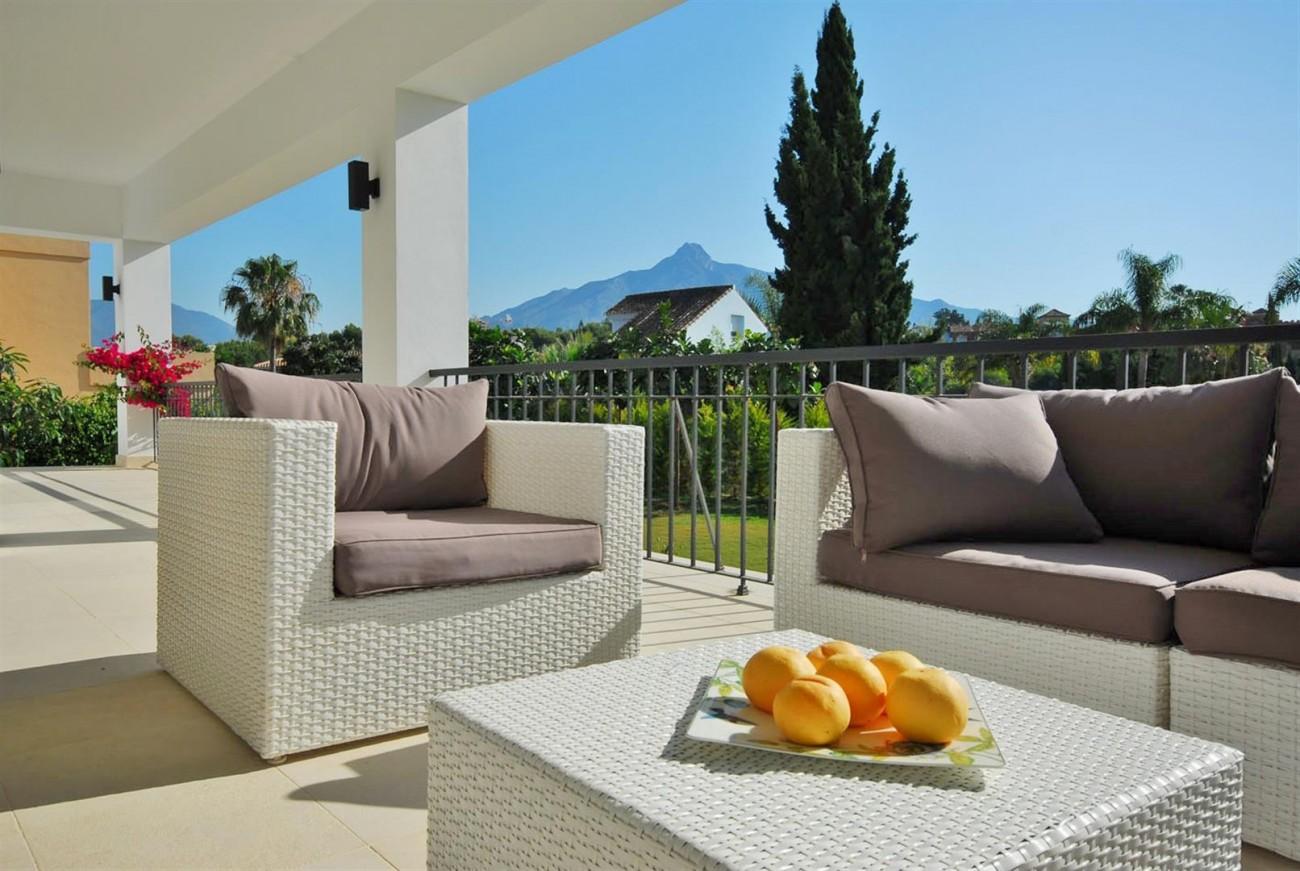 V5323 Luxury Villa Nueva Andalucia 04 (Large)