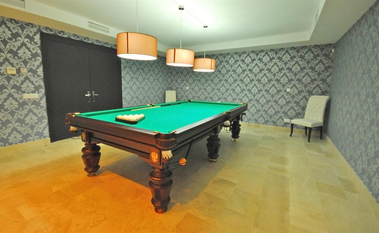 V5323 Luxury Villa Nueva Andalucia 05 (Large)