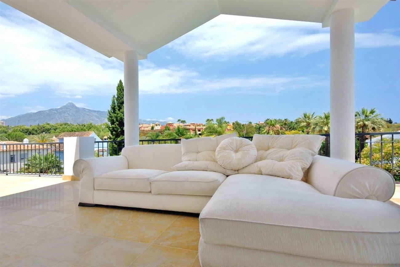 V5323 Luxury villa Nueva Andalucia 08 (Large)