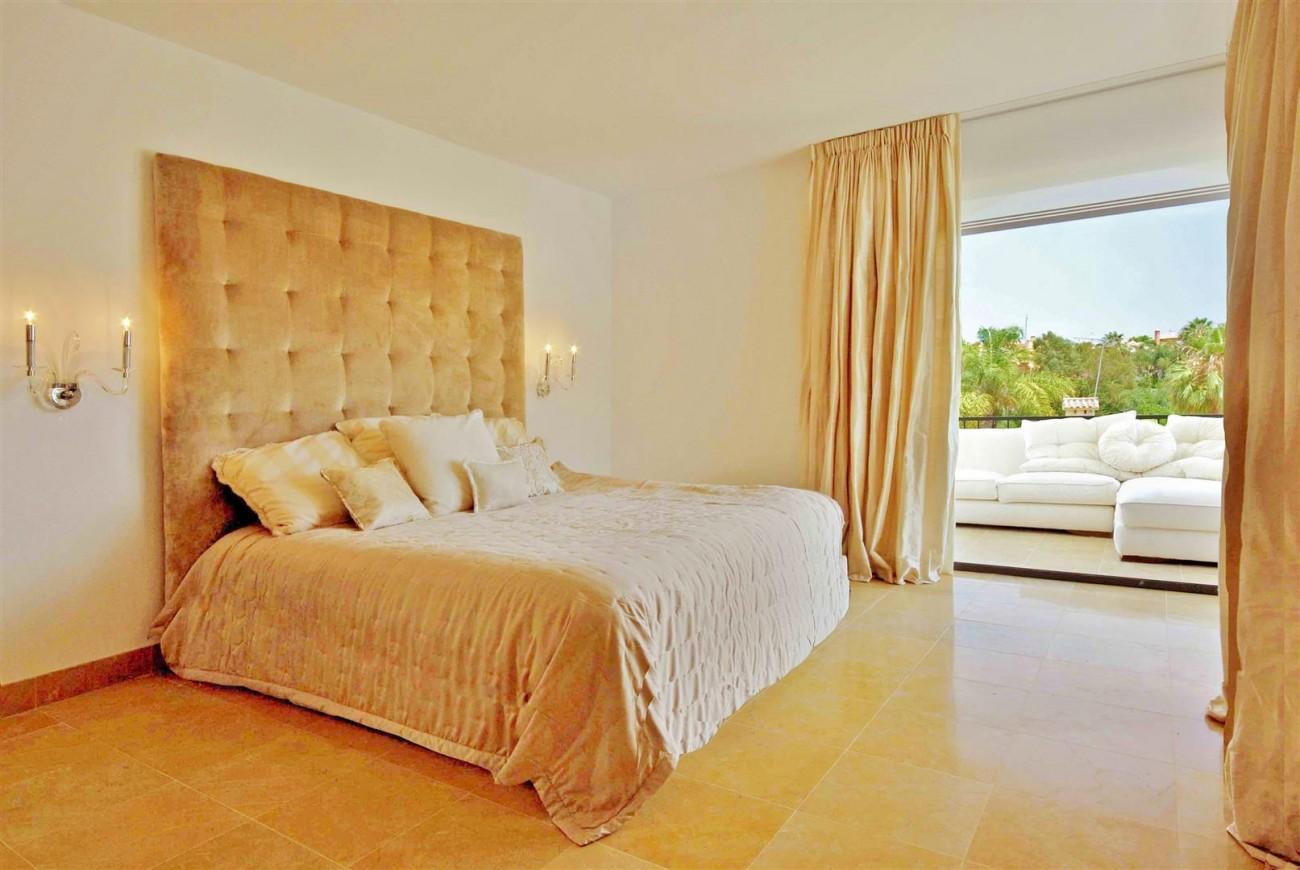V5323 Luxury villa Nueva Andalucia 011 (Large)