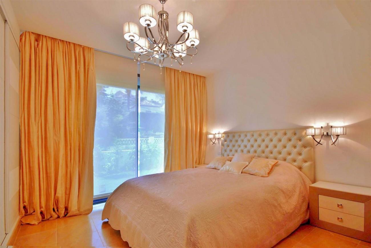 V5323 Luxury villa Nueva Andalucia 012 (Large)
