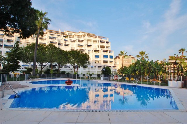 Apartment for Sale - 1.800.000€ - Puerto Banús, Costa del Sol - Ref: 5357