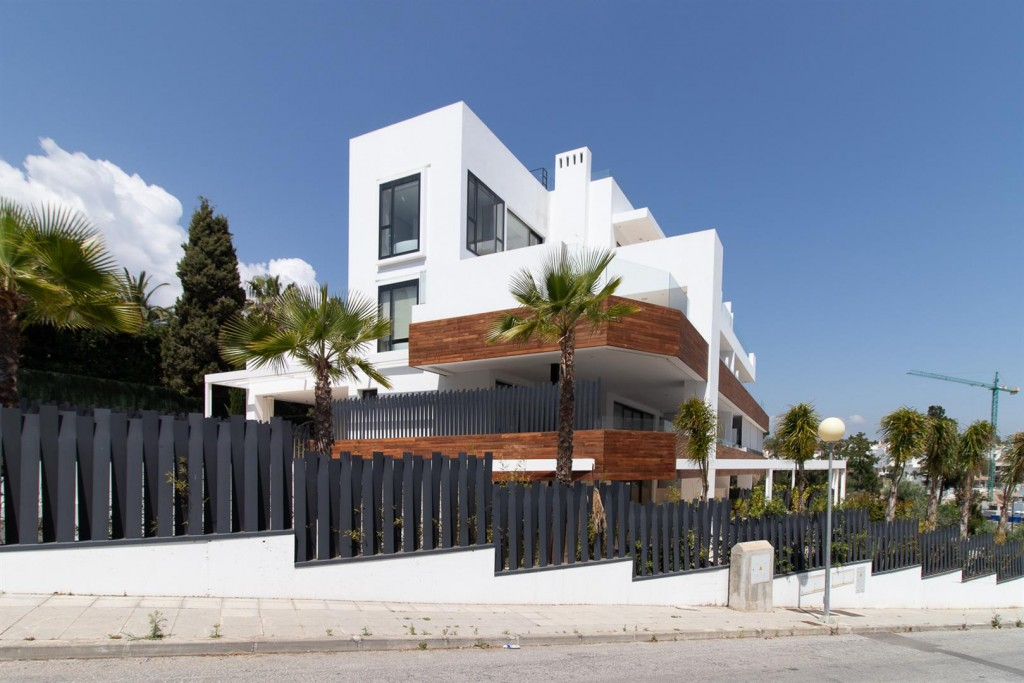 Luxury New Contemporary Apartments for sale Marbella Golden Mile Spain (14) (Large)