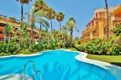 708499 - Apartment for sale in Puerto Banús, Marbella, Málaga, Spain