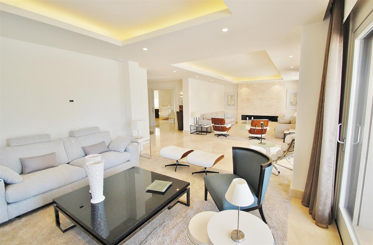 V5412 Luxury Villa Beachside Golden Mile (1) (Large)