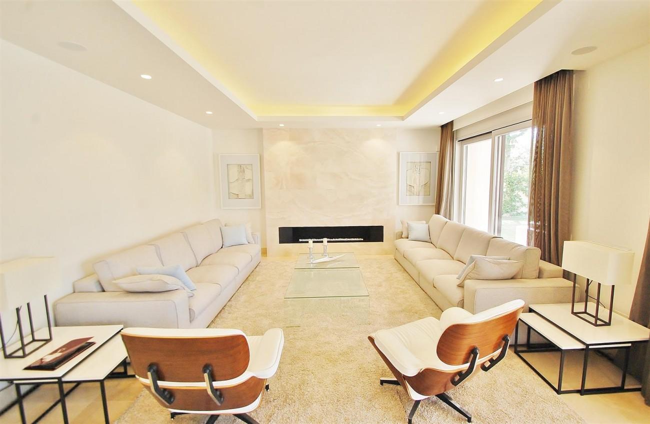 V5412 Luxury Villa Beachside Golden Mile (2) (Large)