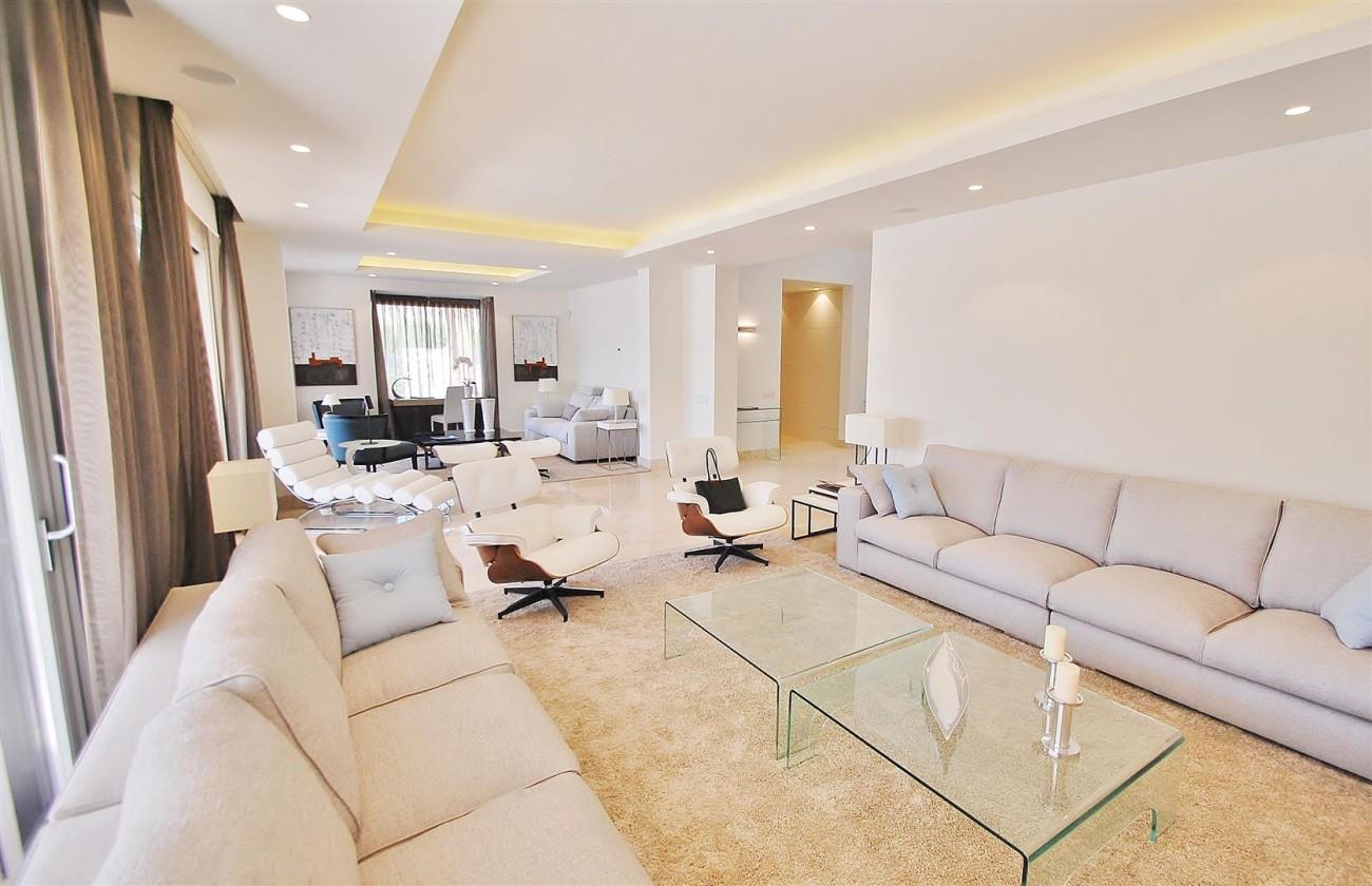 V5412 Luxury Villa Beachside Golden Mile (7) (Large)