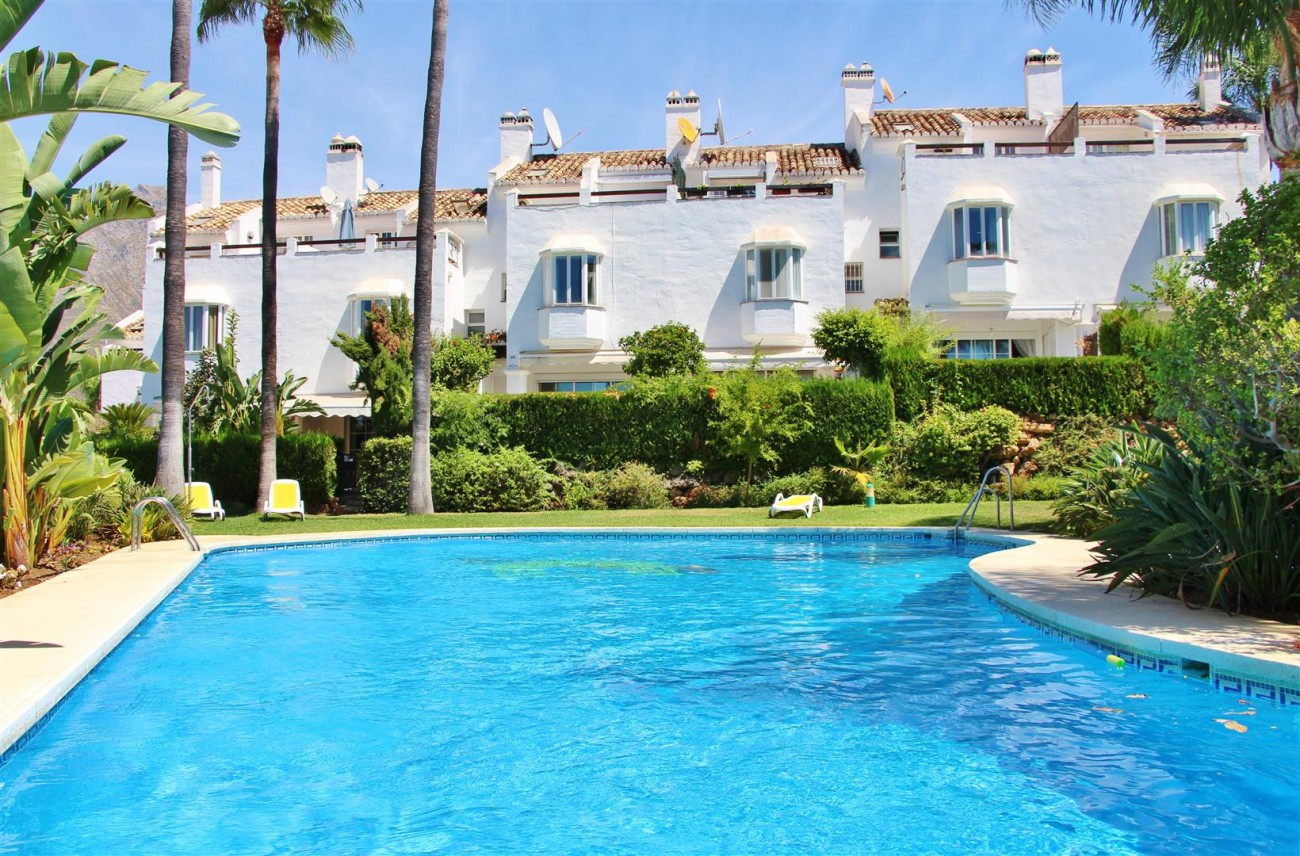 TH5435 Townhouse Marbella Golden Mile (1) (Large)