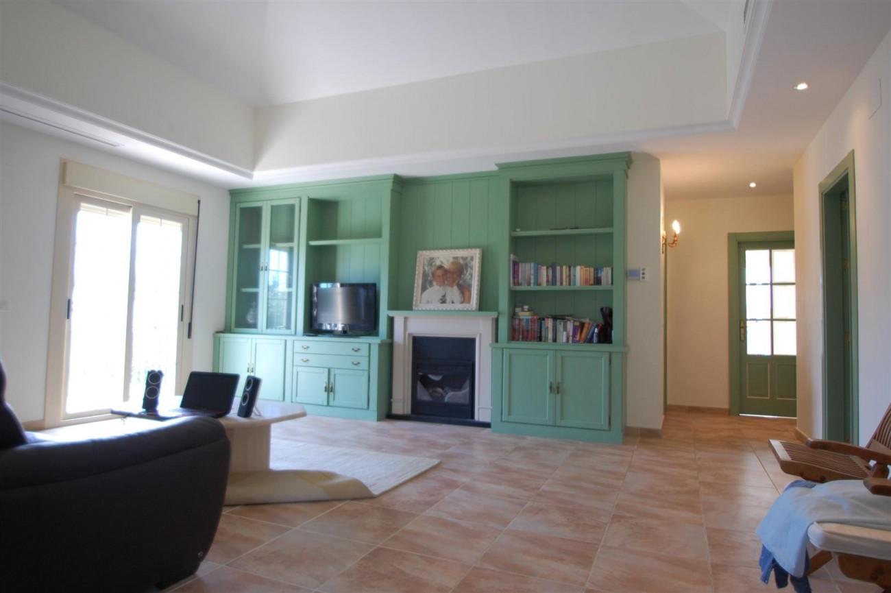 V5460 Beachside villa Marbella 5 (Large)