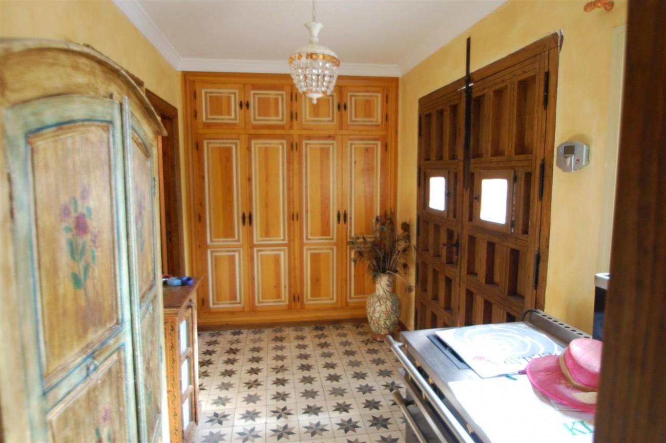 V5460 Beachside villa Marbella 9 (Large)