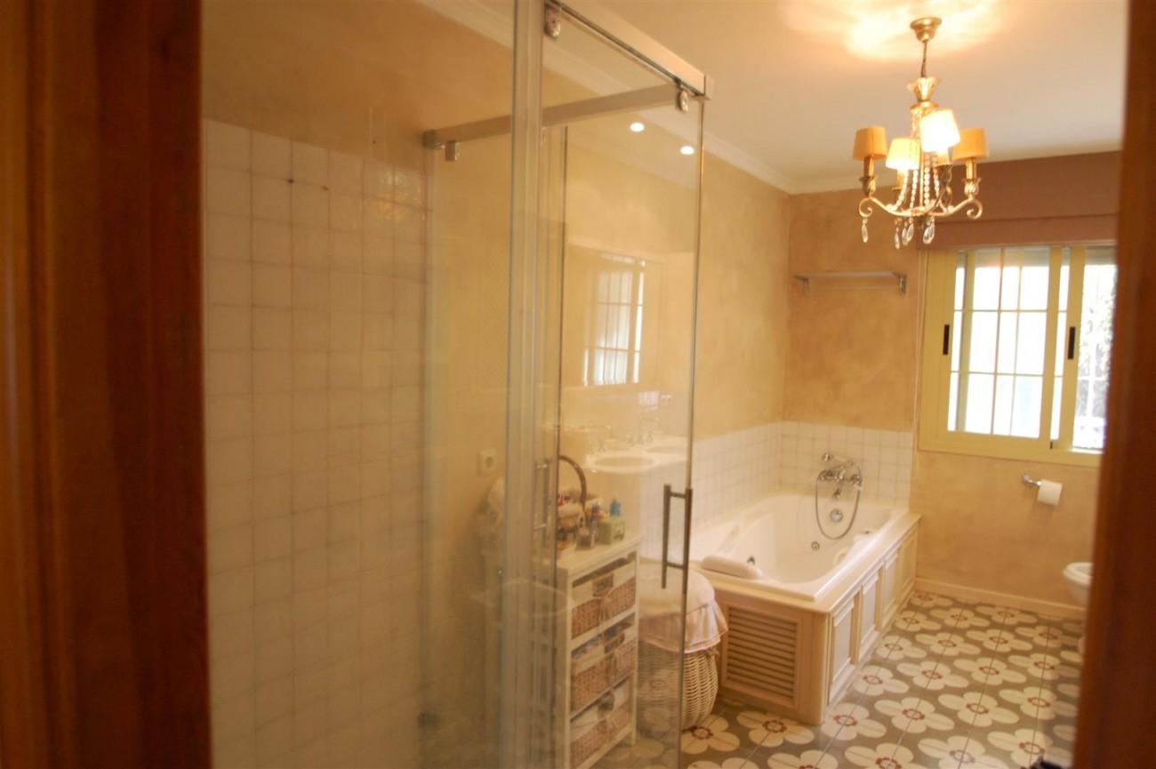 V5460 Beachside villa Marbella 11 (Large)
