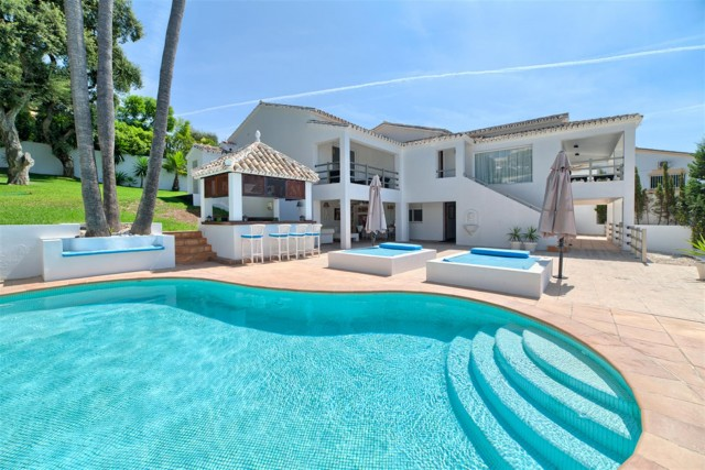Villa for Sale - 1.125.000€ - El Rosario, Costa del Sol - Ref: 5463