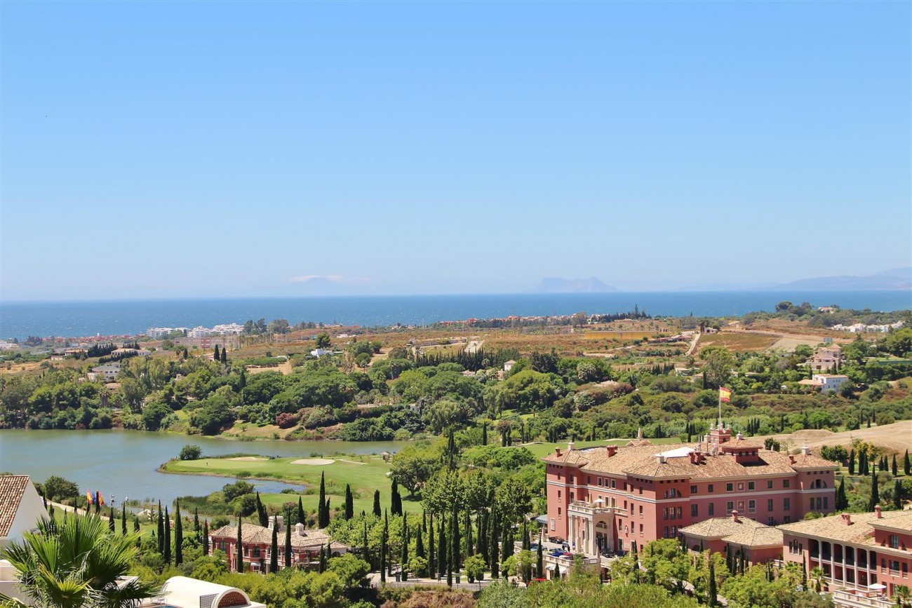 A5469 Luxury Apartment on Golf Course & Sea View 2