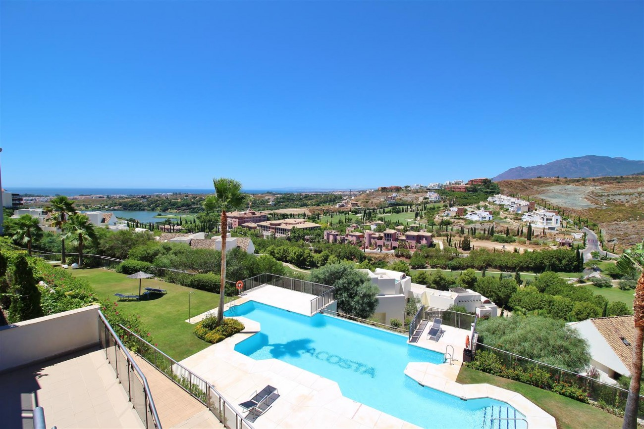 A5469 Luxury Apartment on Golf Course & Sea View 8