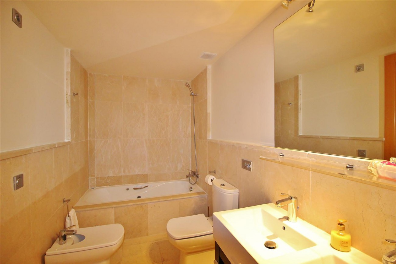 A5469 Luxury Apartment on Golf Course & Sea View 12