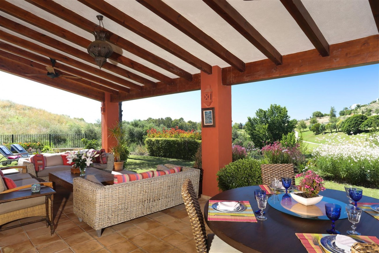 V5497 Frontline golf villa Benahavis 10 (Large)