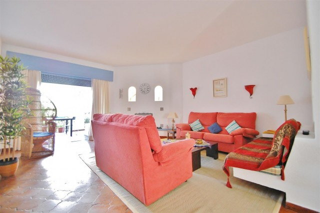 Apartment for Sale - 400.000€ - Puerto Banús, Costa del Sol - Ref: 5499