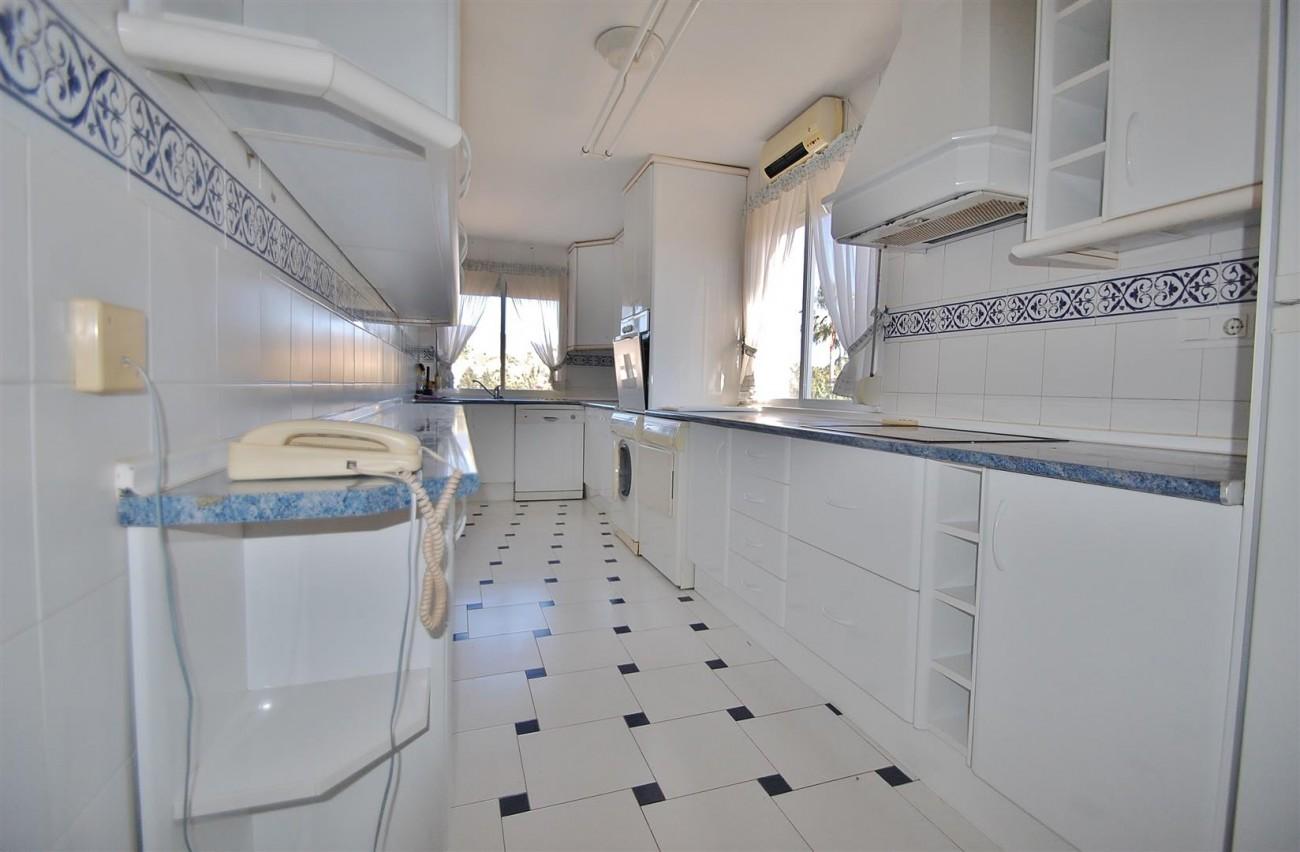 A5506 Spacious apartment Estepona 4 (Large)