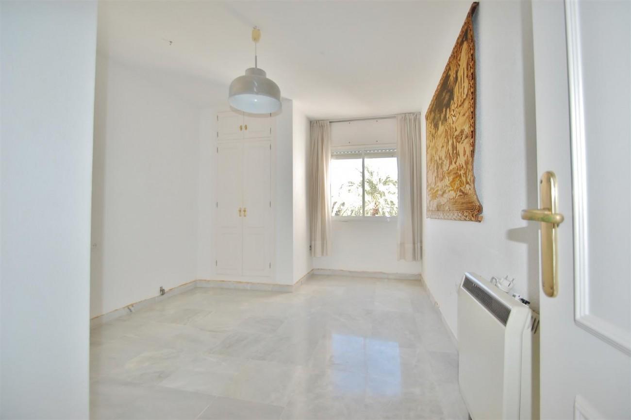 A5506 Spacious apartment Estepona 7 (Large)