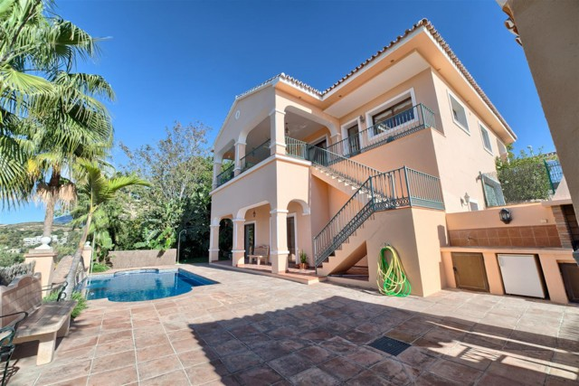 Villa for Sale - 1.095.000€ - La Alquería, Costa del Sol - Ref: 5513