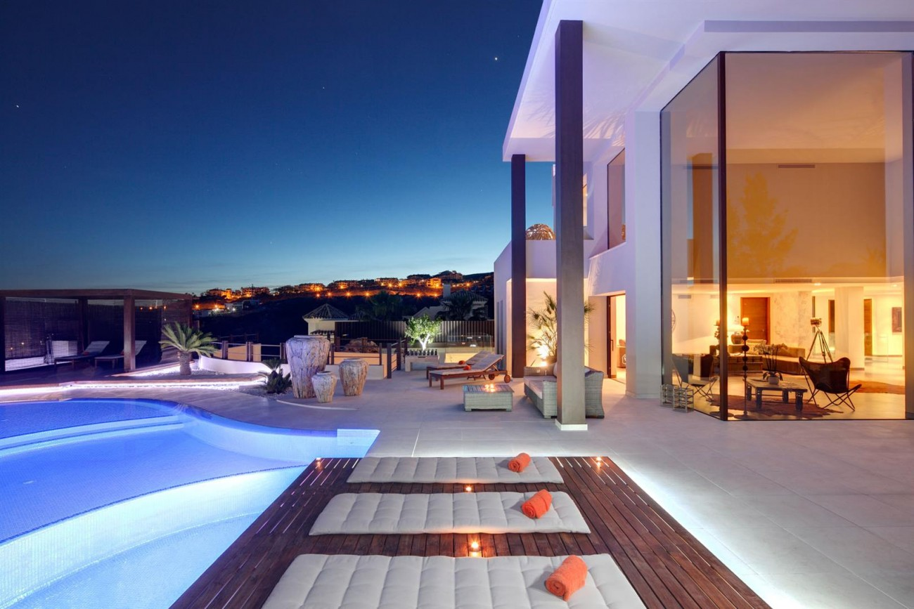 Luxury Contemporary Villa for sale Benahavis Spain (6) (Large)
